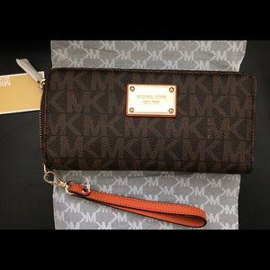 Michael Kors Jet Set Item Travel Wallet